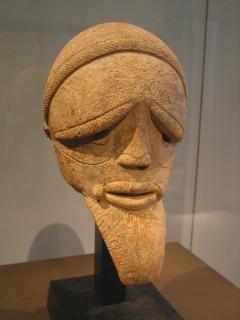 Африканские маски и статуэтки в Лувре
