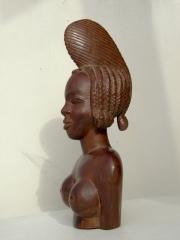 Статуэтка африканской принцессы из красного дерева, сделана в Гвинее