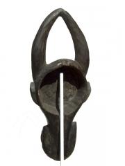 Африканская маска быка из Камеруна, используемая при обрядах инициации