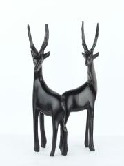 Две фигурки черной африканской газели из дуба