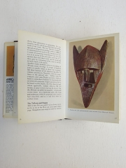 Книга African Art and Oceanic Art под редакций Francesco Abbate