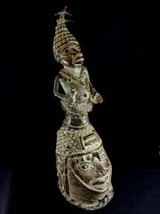 Голова короля Oba из бронзы