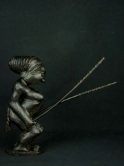 Купить статуэтку барабанщицы африканки из твердого и тяжелого дерева