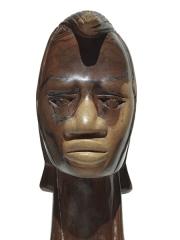 Декоративная фигурка африканского мужчины из твердой породы дерева высотой 24см