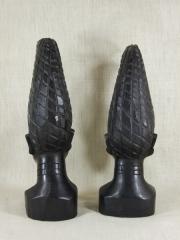 Rопии бенинской бронзы королевы матери из эбенового дерева