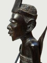 """Купить статуэтку """"Охотник"""" из эбенового дерева. Страна происхождения - Танзания. Высота 43 см"""