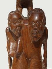 "Скульптура ""Семейное дерево"" с птицей"