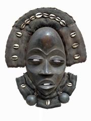 Африканская маска Dan Deangle с раковинами каури и бисером