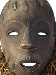 Огромная африканская маска народности Bakongo с рафией