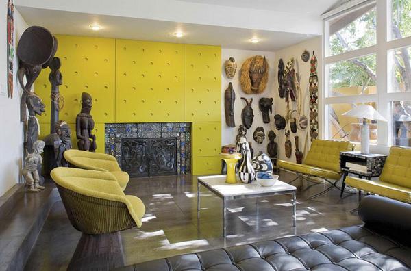 Резиденция в африканском стиле с ритуальными масками и статуэтками