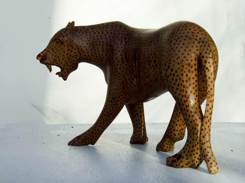 Деревянная фигурка африканского леопарда