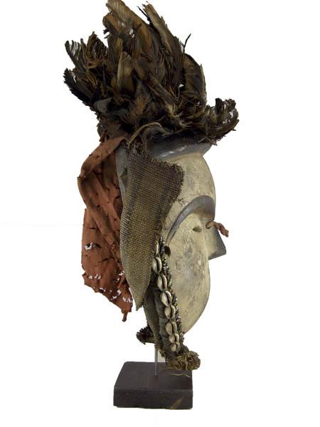 Африканская маска Vuvi на подставке