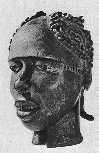 Маска-наголовник. Дерево, обтянутое кожей. Народность аньянг (экой), Нигерия. Антропологический музей, Франкфурт