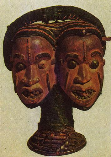 Маска-наголовник Янус. Дерево, обтянутое кожей. Народность экой, Нигерия. Британский музей, Лондон