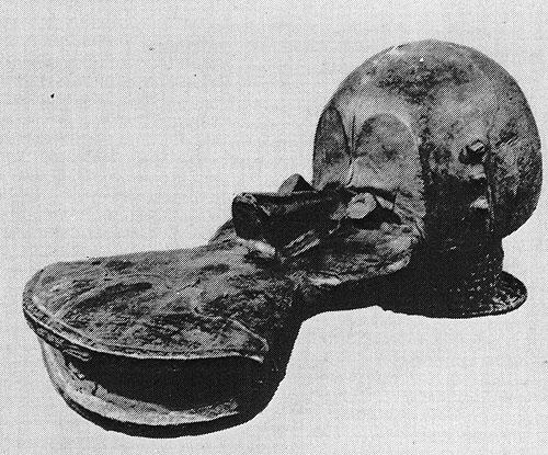 Маска-наголовник этеиокум. Дерево, обтянутое кожей. Народность экой, Нигерия. Антропологический музей Берлин