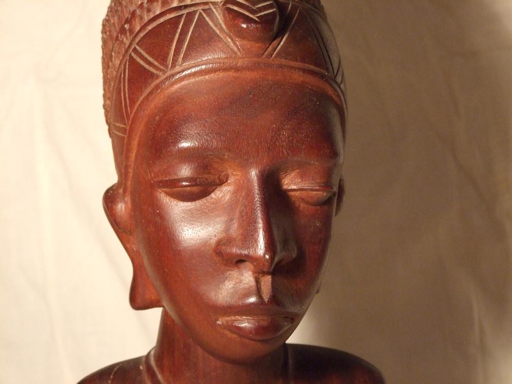 Фигурка из красного для интерьера из Африки женщина -