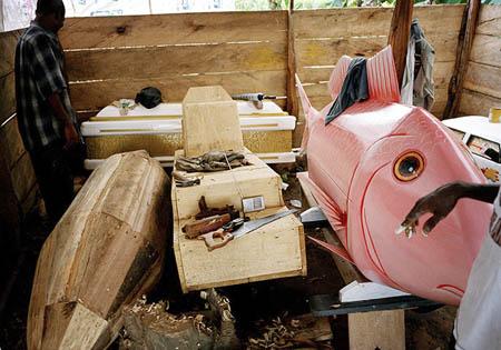 Гробы в виде рыбы