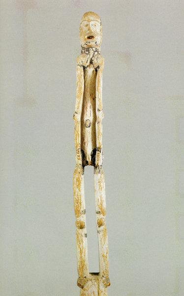 107. Столб с изображением предка. Камерун, аньянг. Дерево. Ленинград, Музей антропологии