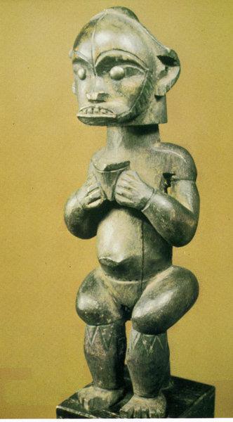 114. Статуэтка предка. Габон, фанг. Дерево. Лос-Анджелес, Этнографический музей Калифорнийского университета
