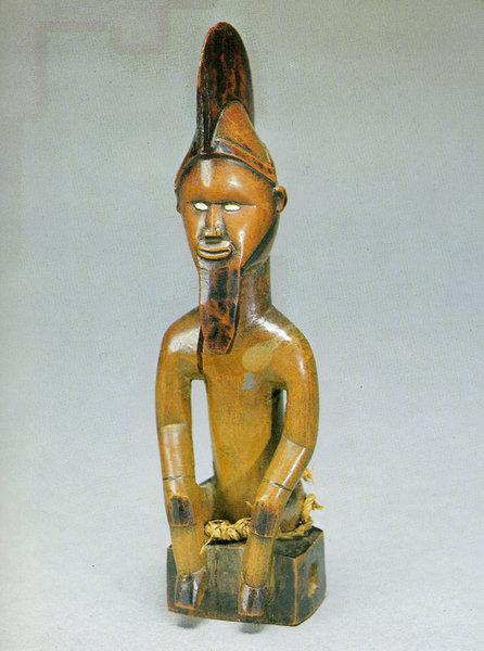 133. Мужская фигура. Конго (Бразза- виль), бабембе. Дерево. Стокгольм, Этнографический музей