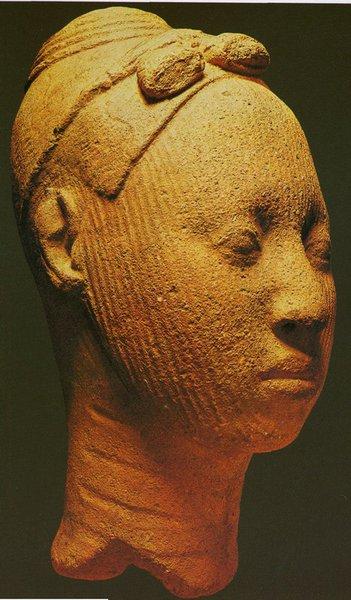 16. Голова молодой женщины. Культура Ифе. XII-XV вв. Терракота. Лагос, Национальный музей