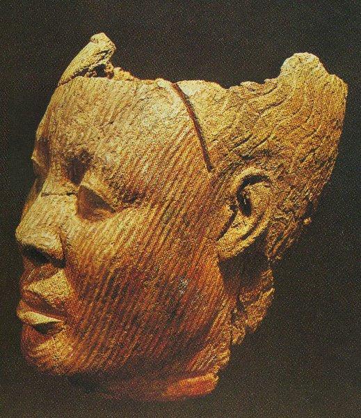 18. Мужская голова. Культура Ифе. XII-XV вв. Терракота. Лагос, Национальный музей