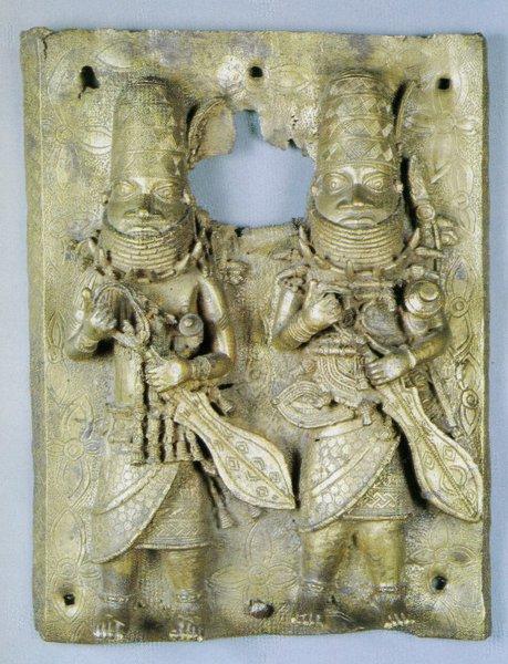 35. Барельеф с изображением двух воинов. Бенин. Бронза. Стокгольм, Этнографический музей