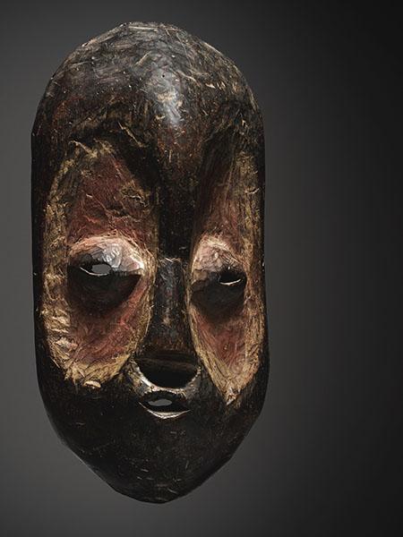 Маска народности Bembe, аукцион Сотбис