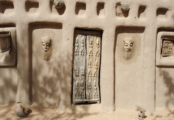 Дверь догонов