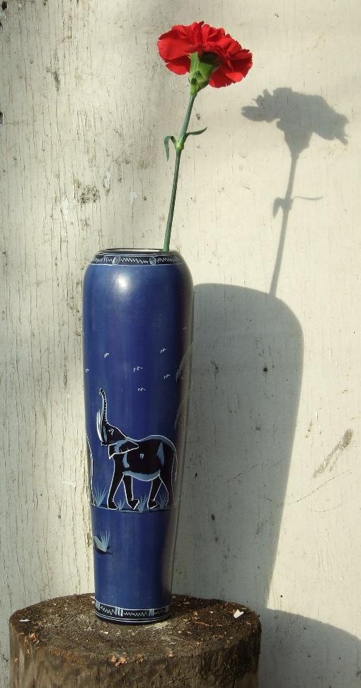 Африканская ваза из натурального камня с русской гвоздикой