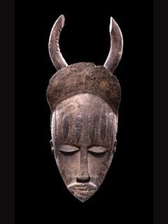 Фотографии африканских масок из музея Барбье-Мюллера