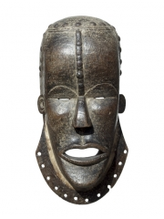 Африканская маска народа Bete для защиты во время войны