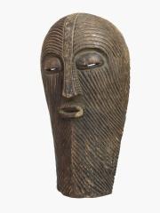 Африканская маска тайного общества Kifwebe, которое в Конго выполняло функции полиции