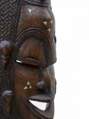 Большая настенная африканская маска из твердой породы дерева