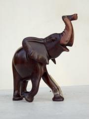 Статуэтка африканского слона из дерева, тонированная