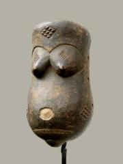 Африканская нательная маска Punu изображающая живот беременной