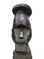 Африканская статуэтка фетиш народности Bateke обернутая в ткань 1108