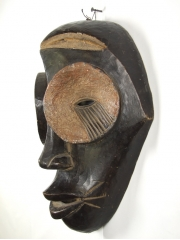 Африканская маска Ngbaka из коллекции VS