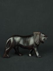 Африканская фигурка льва из дерева размером 10x18 см