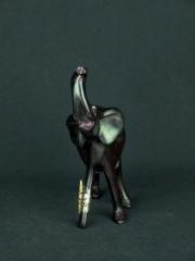 Статуэтка африканского слона из дерева с поднятым хоботом