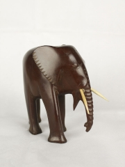 Фигурка африканского слона из красного дерева