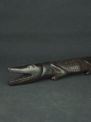 Фигурка африканского крокодила из твердой породы дерева