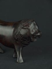 Африканская фигурка льва из дерева размером 16