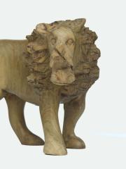 Фигурка льва из дерева. Сделано в Африке