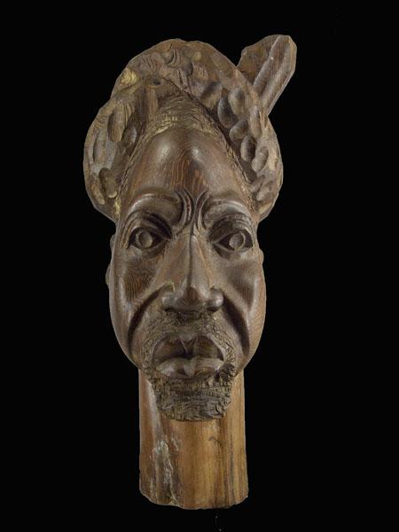 Бюст мужчины африканца из твердой породы дерева