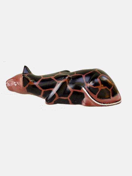 Фигурка лежащей кошки из натурального камня талькохлорит. Сделано в Кении