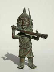 Бенинская бронза. Статуэтка музыканта. Высота 18 см