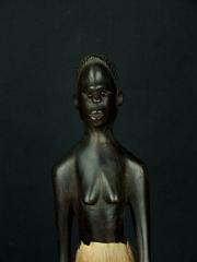 Купить деревянную статуэтку воина из Африки