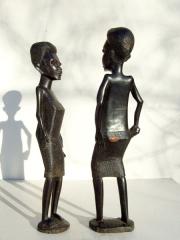 Фигурки африканцев - мужчины и женщины из твердого дерева