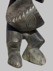 Ритуальная статуэтка Mambila для восстановления справедливости и защиты от темных сил